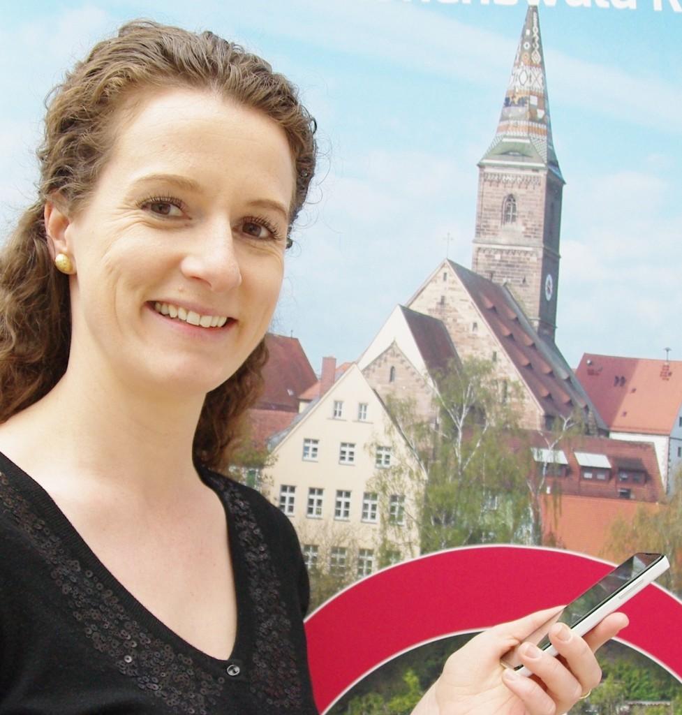 Heidi Dücker von der Wolframs-Eschenbacher Stadtverwaltung präsentiert die Juli-Termine