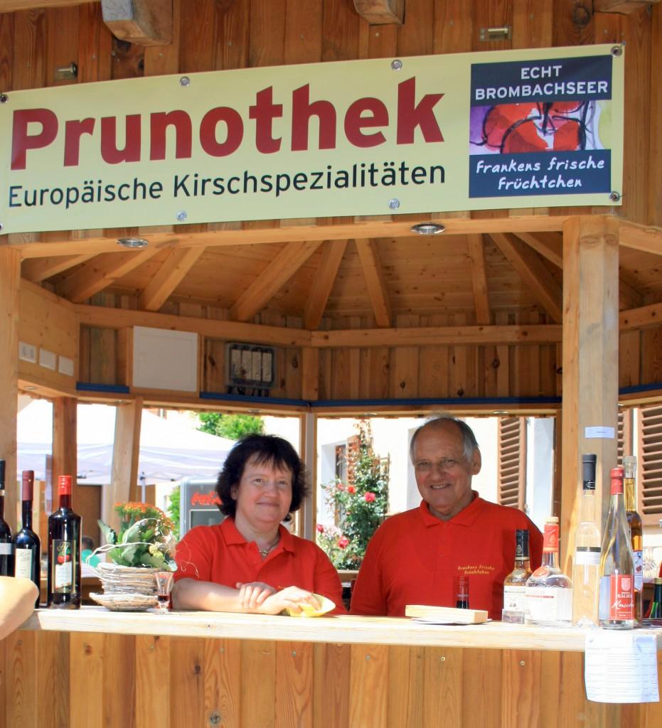 """Fritz Walter, der langjährige Absberger Bürgermeister (hier mit seiner Frau) ist der Vorsitzende der örtlichen Vereinigung """"Echt Brombachseer"""""""
