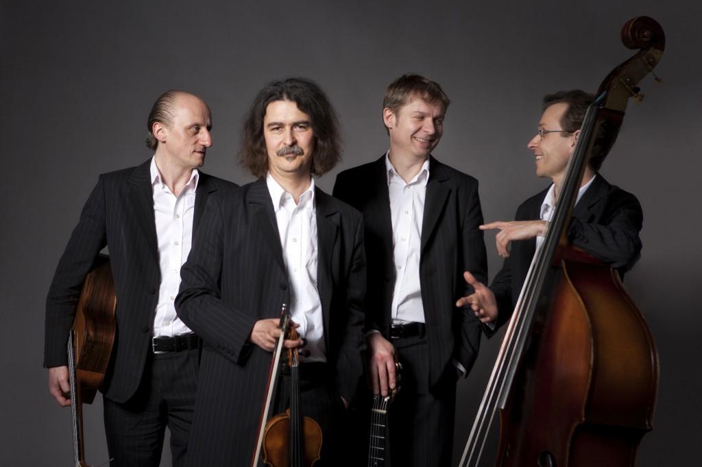 """Das Quartett """"Hot Club d'Allemagne"""" entführt Sie am 10. Oktober in die Zeit des Swing im Paris der 30ger und 40ger Jahre."""