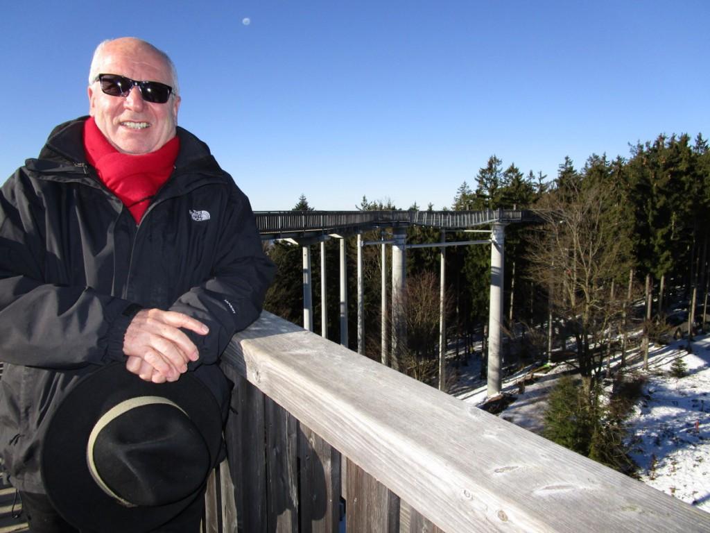 """Auf dem """"Wald-Wipfel-Weg"""" bei St. Englmar im Bayerischen Wald: Werner Falk ist beeindruckt vom Anziehungspunkt für die Touristen."""