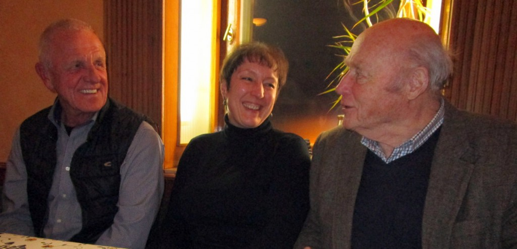 Vorsitzender Klaus Winter in angeregter Unterhaltung mit dem ersten Kommandeur Ernst-Christian Kluge und Bürgermeisterin Susanne Feller-Köhnlein.