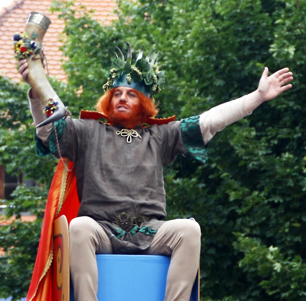 Der Gambrinus gibt in Treuchtlingen das Auftaktsignal für das Volksfest.