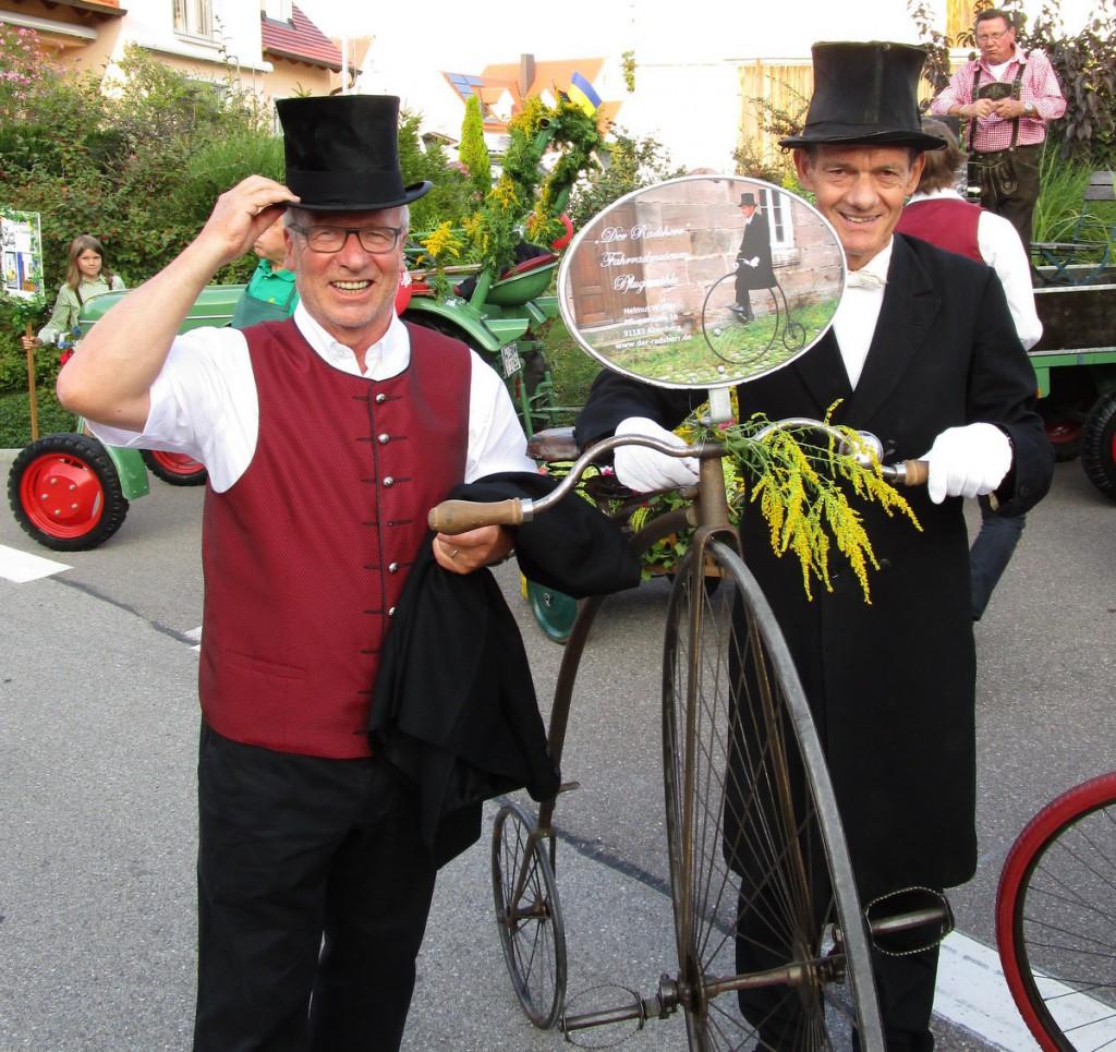 Helmut Walter (rechts), der Radsherr, mit Ratsherrn Werner Falk