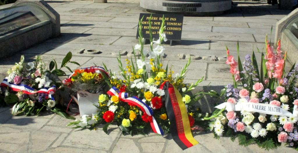 Der Kranz aus Gunzenhausen ist eine Verneigung vor den vielen Opfern.