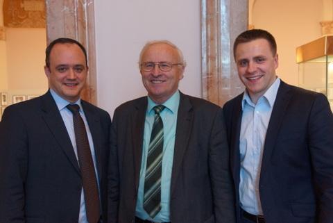 Manuel Westphal, Jürgen Ströbel und Schalk freuen sich über die Entschädigngsregelung.